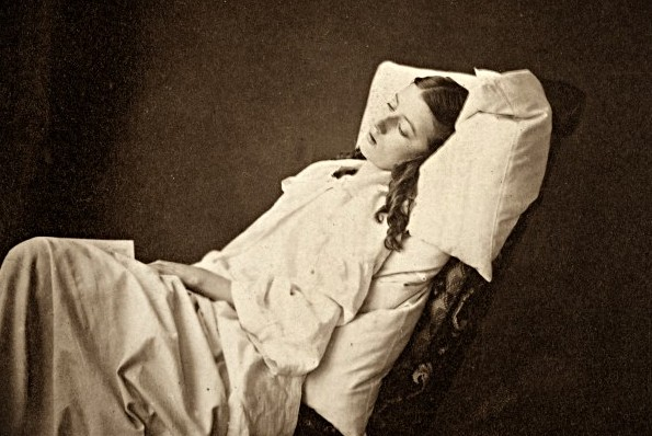 "The cushion in history: from simple headrests to a main course on the ""sleep menu"""