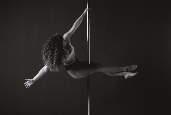 Pole Dancing: acrobatic stunts on a pole to achieve perfect mental and physical relaxation